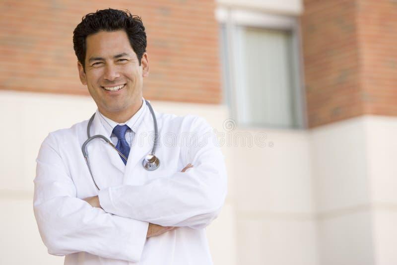 doctor hospital outside standing στοκ εικόνες