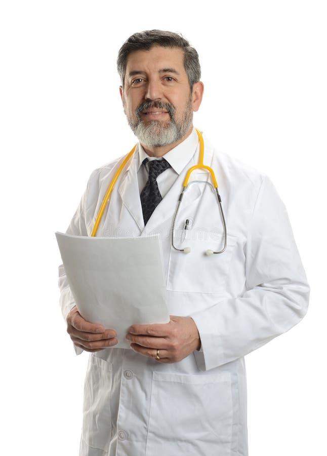 Doctor maduro con el estetoscopio imagen de archivo libre de regalías