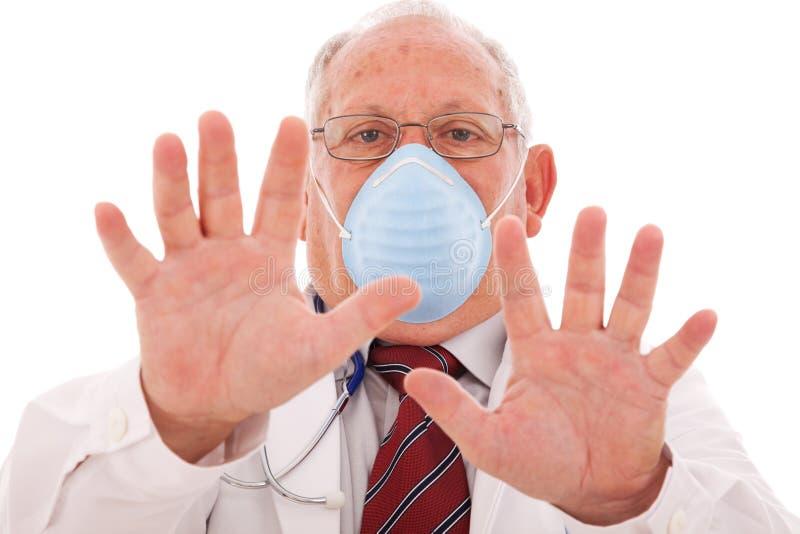 Doctor mayor con una máscara foto de archivo libre de regalías
