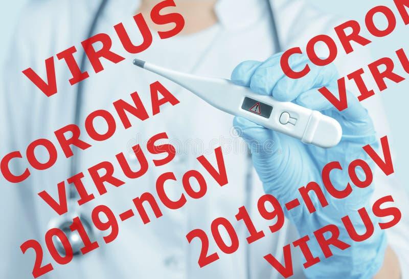 Doctor mostrando termómetro con signo de peligro, coronavirus 2019-nCov imagen de archivo libre de regalías