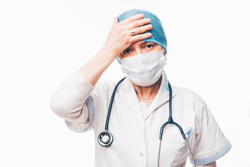 Doctor preocupante fotos de archivo libres de regalías