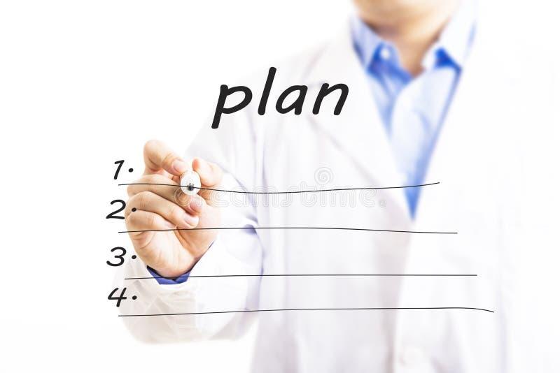 Doctor que escribe la lista en blanco del plan fotografía de archivo