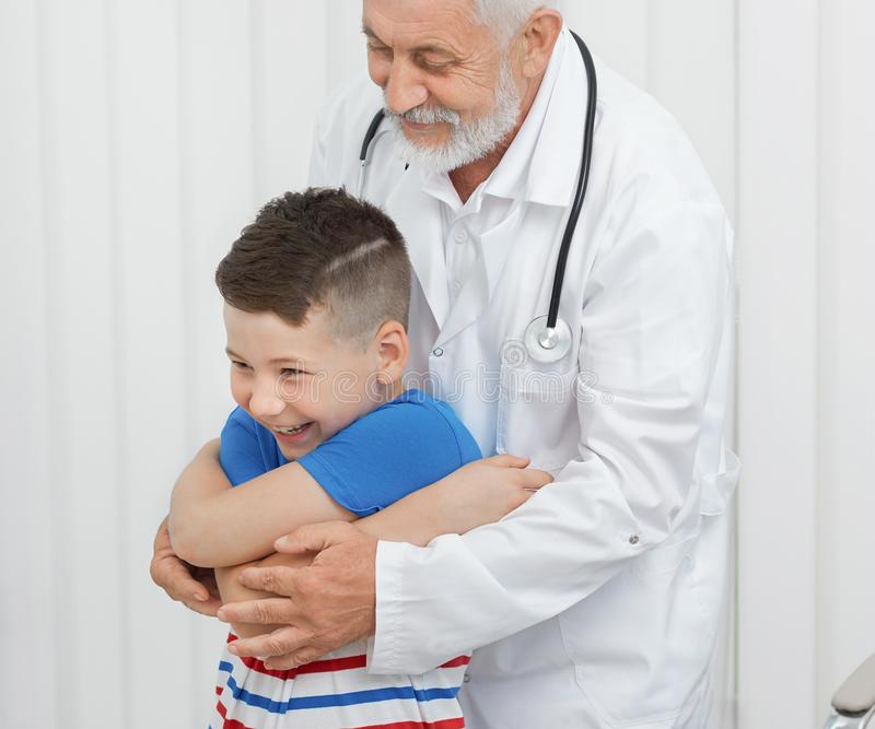 Doctor showing exercises to boy on consultation. royalty free stock photos