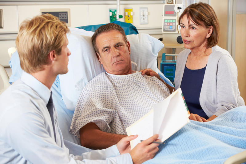 Doctor Talking To Couple On Ward Royalty Free Stock Photos