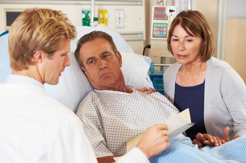 Doctor Talking To Couple On Ward Royalty Free Stock Images