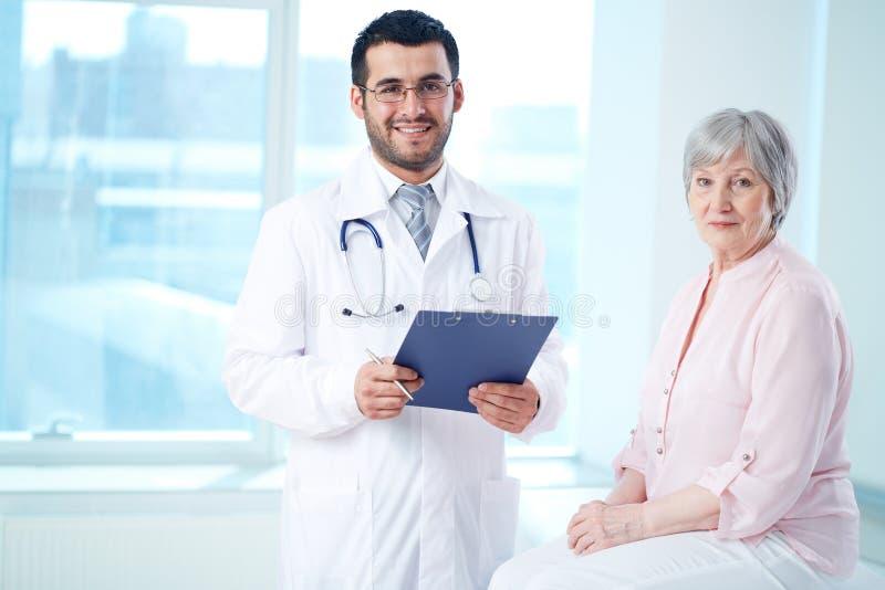 Doctor y paciente fotografía de archivo libre de regalías
