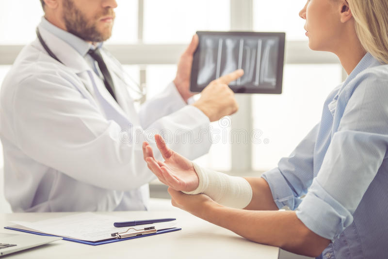 Doctor y paciente fotos de archivo libres de regalías
