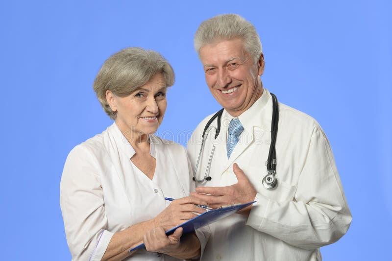 Doctores de la mujer y del hombre fotografía de archivo libre de regalías