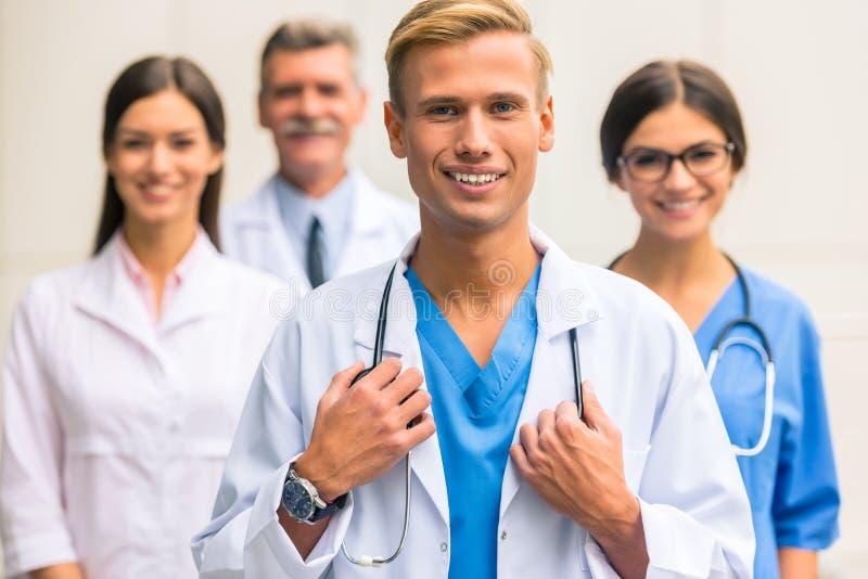 Doctores en hospital imagen de archivo libre de regalías