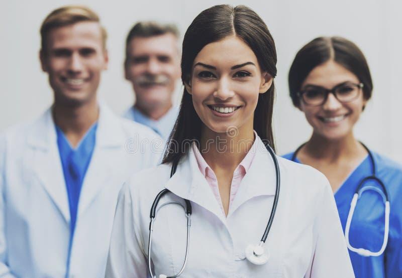 Doctores en uniforme médico imagen de archivo libre de regalías