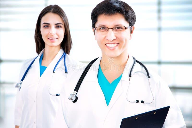 Download Doctores jovenes foto de archivo. Imagen de atractivo - 42430860