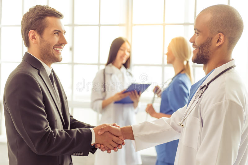 Doctores y hombre de negocios imagen de archivo libre de regalías