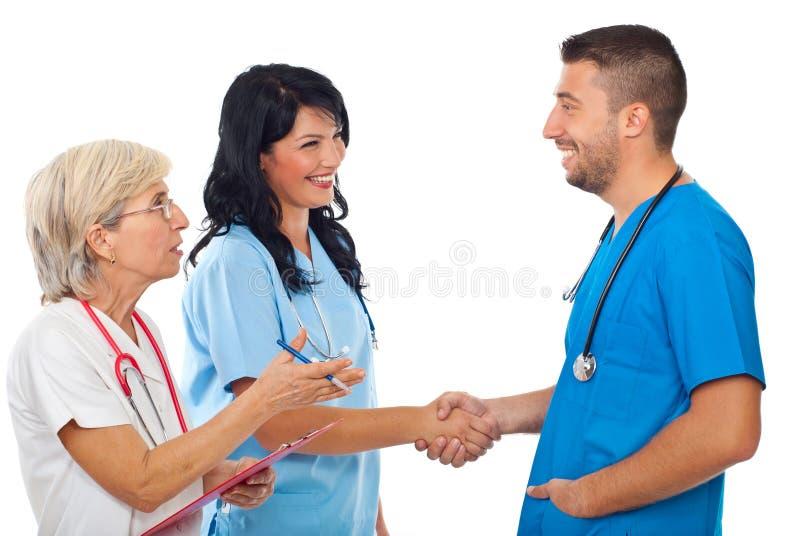 doctors handskakningmöte royaltyfri foto