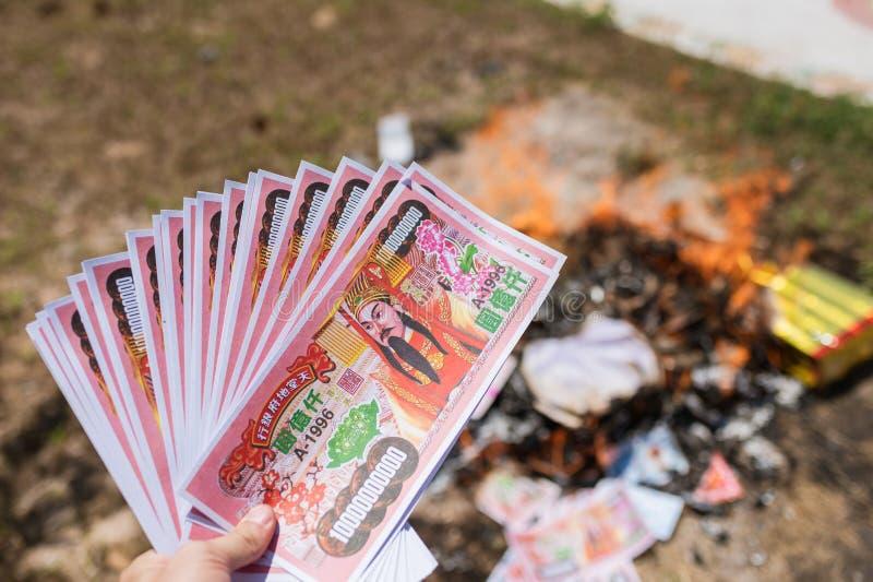 Document de bank voor het branden is geloof voor eerbied van voorvader Chinees stock foto's