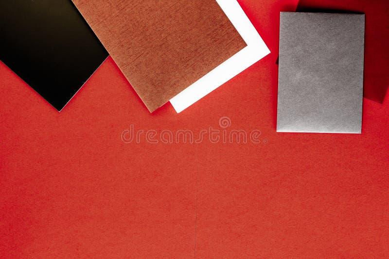 Document kantoorbehoeften voor ontwerp en het brandmerken, flatlay model stock foto's