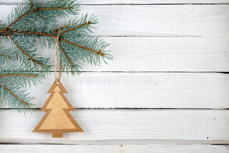 Document Kerstboom en takken van blauwe sparren stock afbeelding