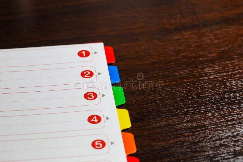 Document met gekleurde aantallen stock afbeeldingen