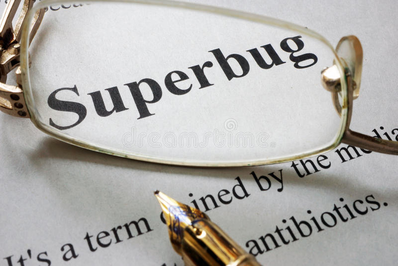 Document met woord superbug en glazen royalty-vrije stock afbeelding
