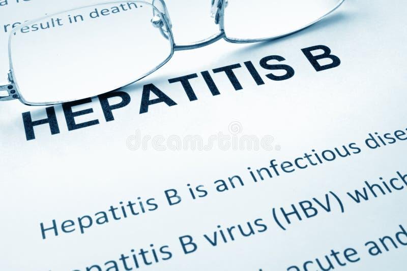 Document met woordenhepatitis B stock foto's
