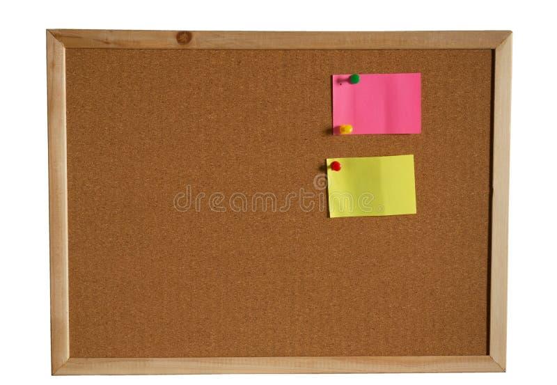 Document notaspeld op cork raad op witte achtergrond Knippende weg stock foto's