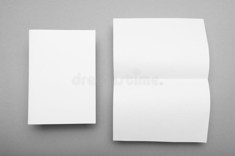A5 document paginamalplaatje, vlieger leeg model stock foto