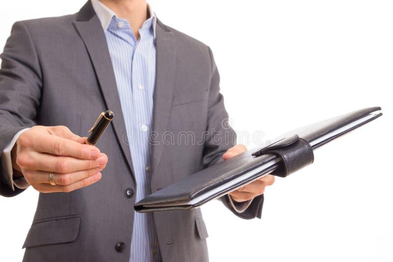 Documentación de ofrecimiento del contrato del hombre de negocios imagen de archivo