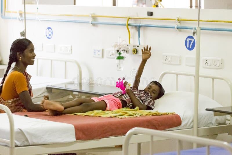 Documentair hoofdartikel Het ziekenhuis van Pondicherryjipmer, India - Juni 1 2014 Volledige documentaire over patiënt en hun fam royalty-vrije stock foto