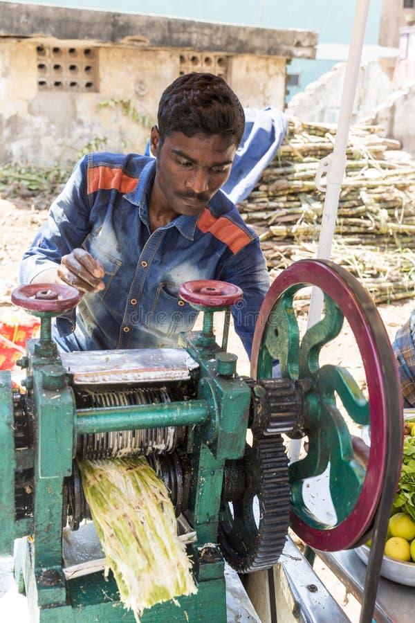 Documentair hoofdartikel PUDUCHERY, PONDICHERY, TAMIL NADU, circa van INDIA - Maart-, 2018 Het niet geïdentificeerde Uittreksel C stock fotografie