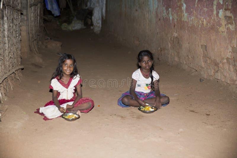 Documentair redactiebeeld, Armoede in de straat India stock foto's
