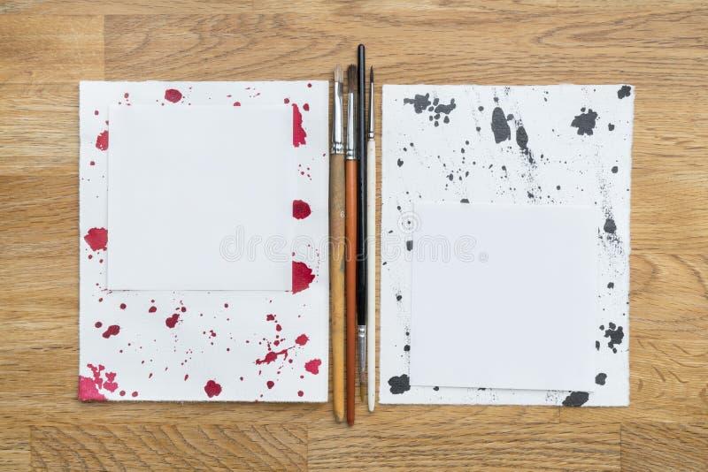 Documenten, borstels en inkt stock fotografie