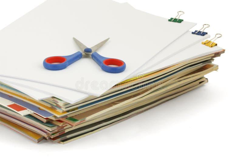 Documenten met schaar stock afbeelding