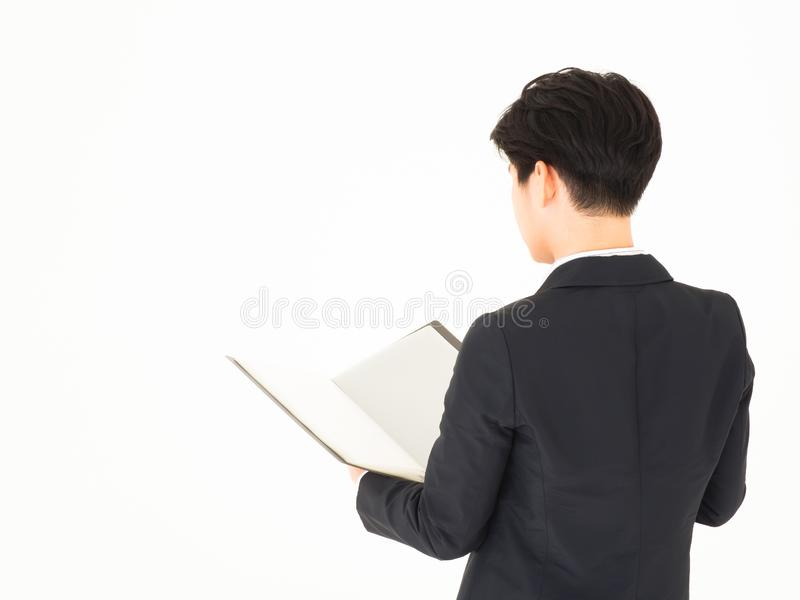 Documento aperto bello asiatico dell'uomo di affari Vista posteriore immagini stock libere da diritti