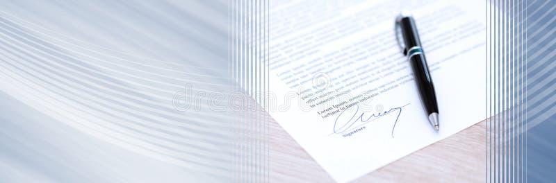 Documento assinado com pena Bandeira panorâmico fotografia de stock
