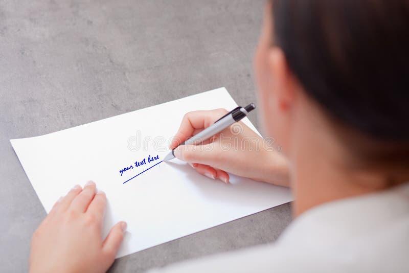 Documento comercial en blanco con la pluma imagen de archivo