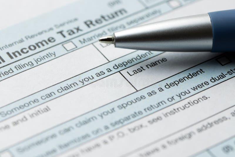 Documento de la declaración de impuesto federal sobre la renta de Estados Unidos IRS 1040 foto de archivo libre de regalías
