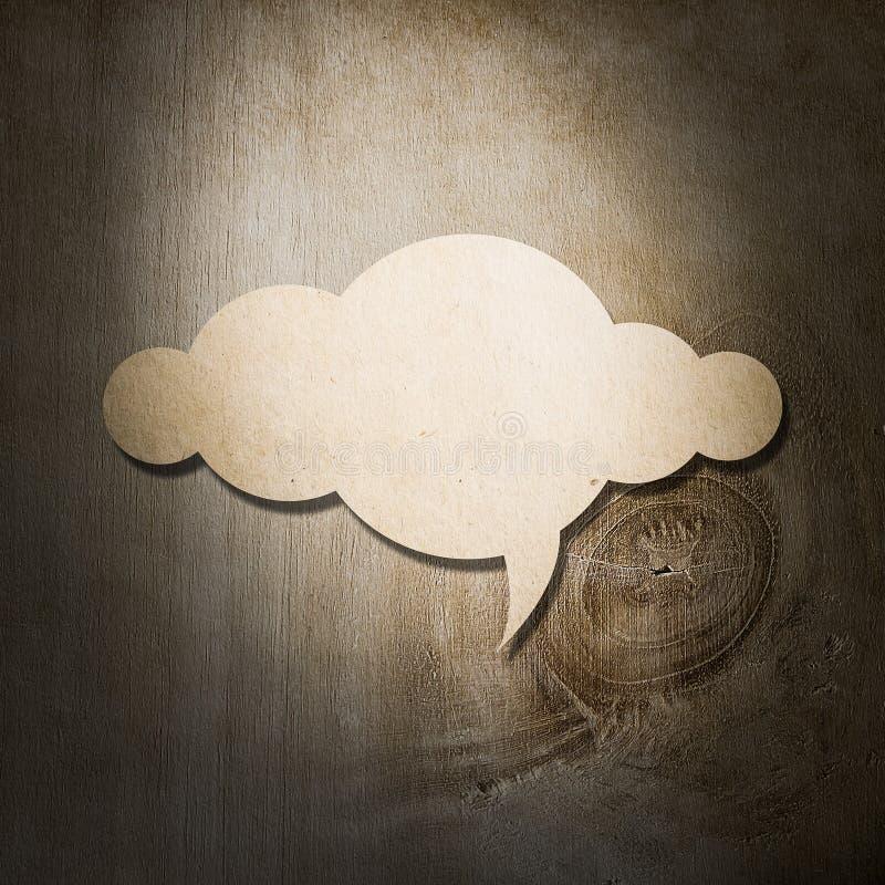 Documento de la nube sobre fondo de madera fotos de archivo