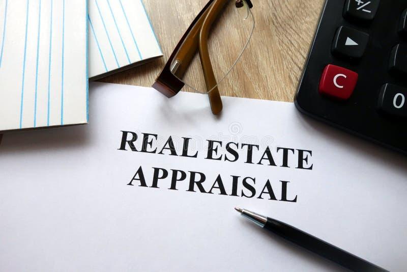 Documento de la valoración de propiedades inmobiliarias imagen de archivo