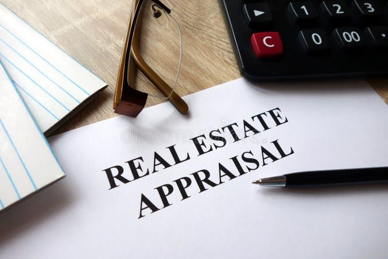 Documento de la valoración de propiedades inmobiliarias fotografía de archivo libre de regalías