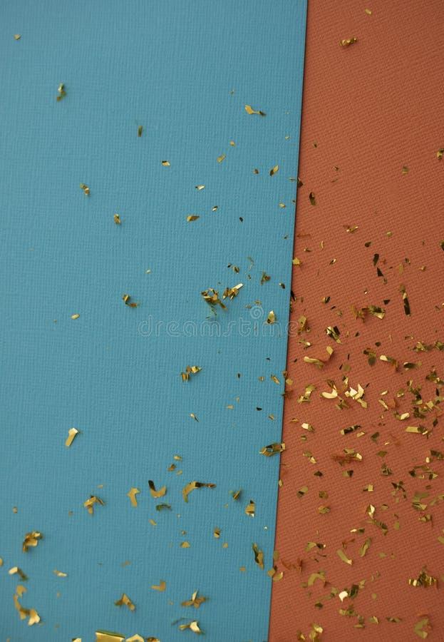 Documento decorativo dell'annata Priorit? bassa festiva Fiamme del partito sulla carta strutturata della tela Nastro & coriandoli fotografie stock