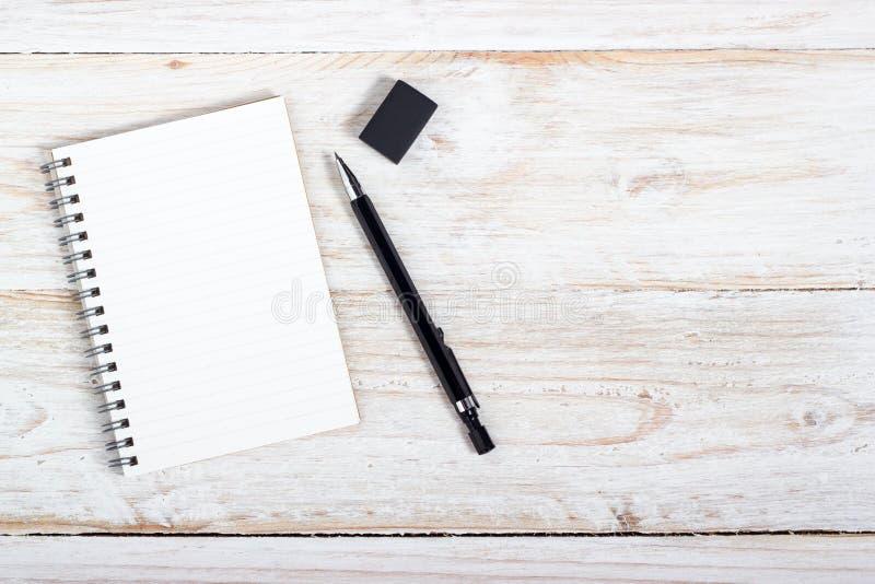 Documento e penna di nota fotografia stock