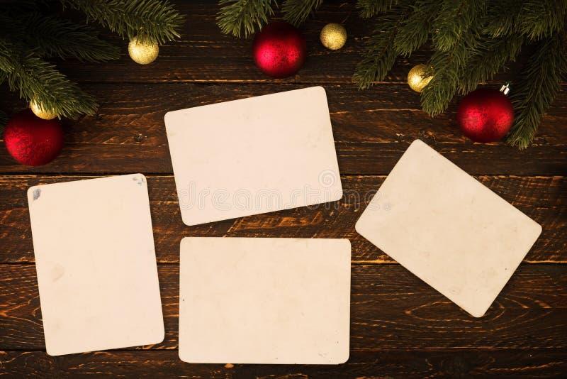 Documento inmediato viejo vacío de las fotos sobre la tabla de madera en la Navidad fotos de archivo libres de regalías