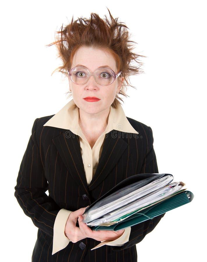 Documento louco forçado da mulher de negócios. imagem de stock