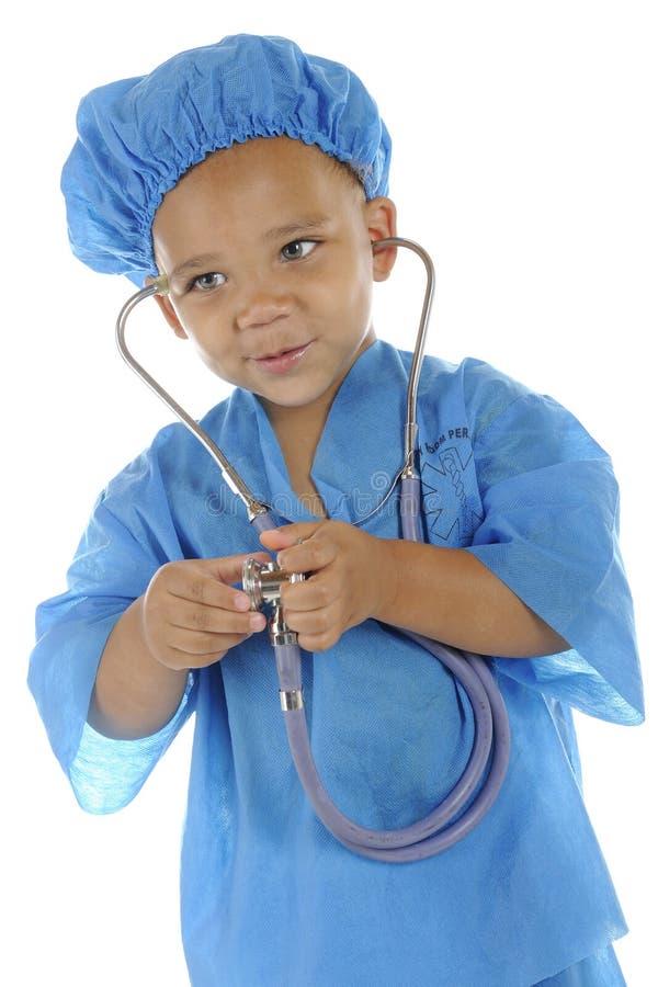 Documento molto piccolo con lo stetoscopio fotografia stock