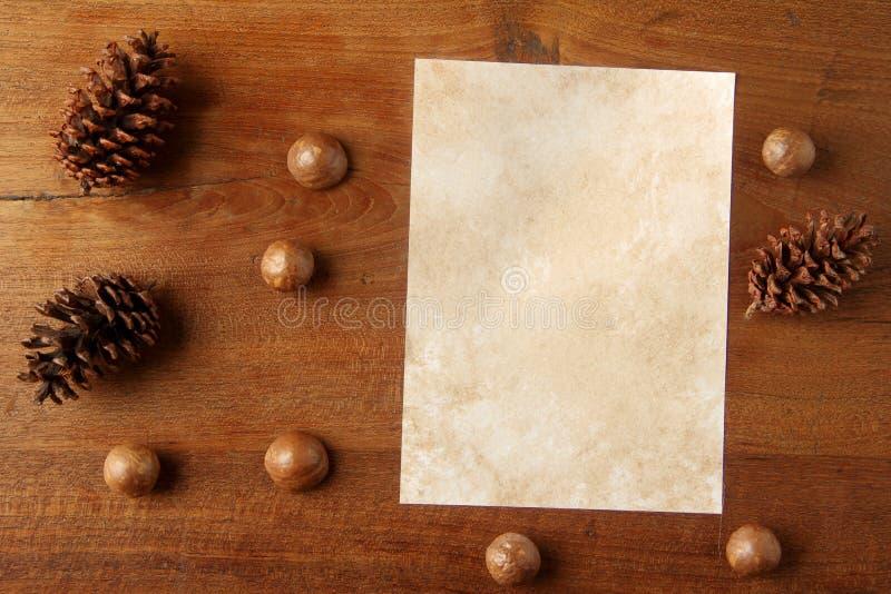 Documento sobre tablero del teakwood foto de archivo