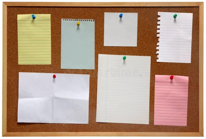 Documento su una scheda di avviso. fotografie stock libere da diritti
