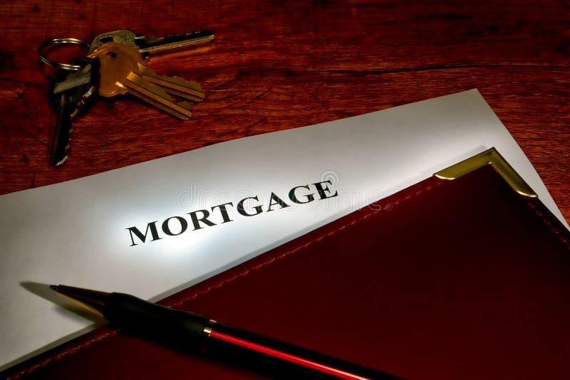 Documento y claves de la hipoteca imagen de archivo libre de regalías