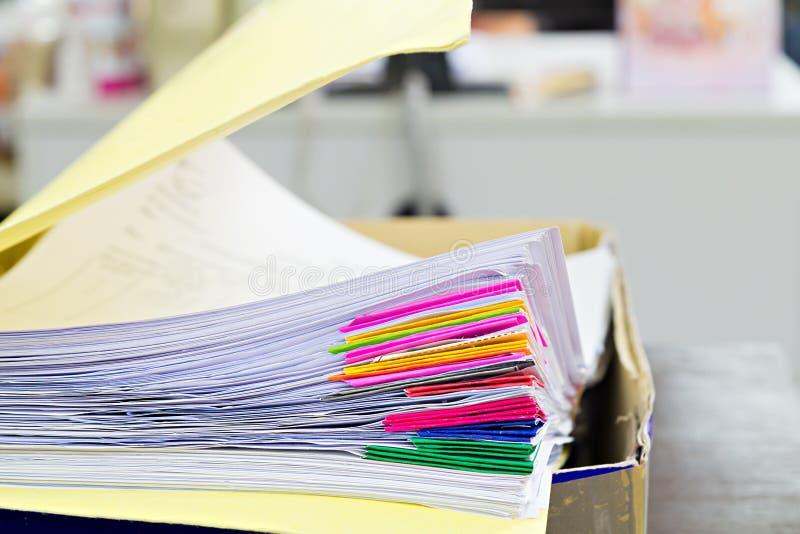 Documentos en carpeta de archivos fotografía de archivo