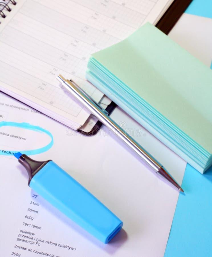 Documentos en el escritorio fotografía de archivo libre de regalías