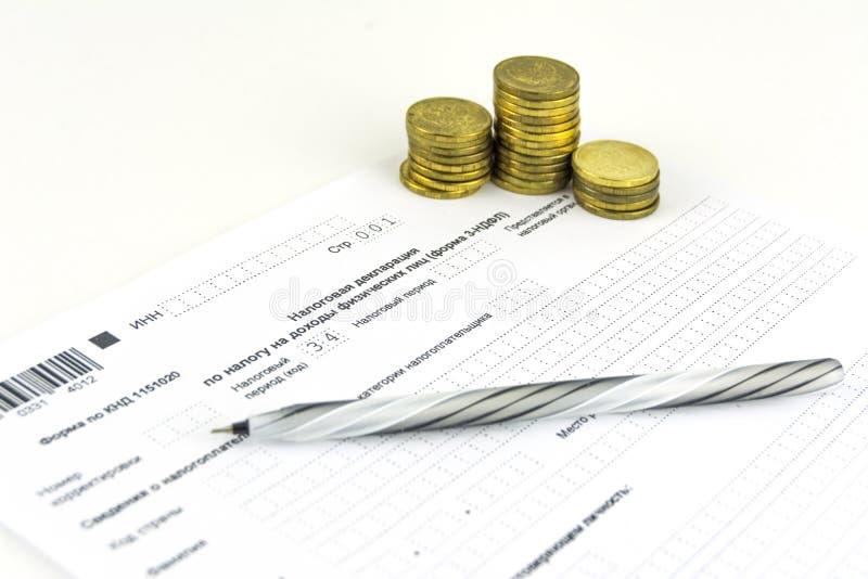 Documents russes Forme de déclaration d'impôt 3-NDFL Stylo et pièces de monnaie images libres de droits
