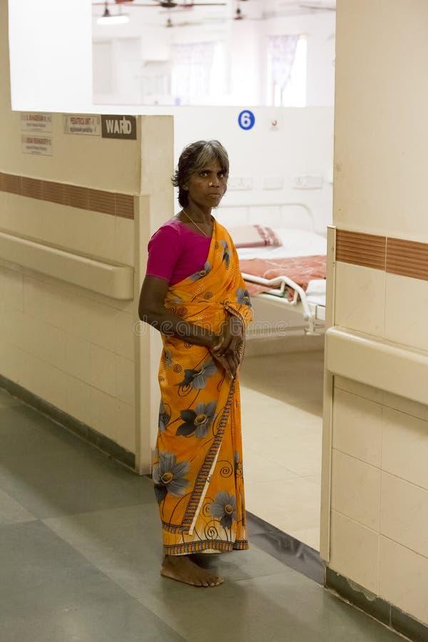 Documetary社论 本地治里市Jipmer医院,印度- 2014年6月1日 关于患者和他们的家庭的充分的记录片 Documetar 库存照片